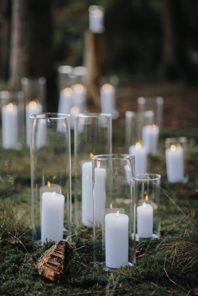Erinnerungsrituale in der freien Hochzeit weiße Kerzen in Windlichtern