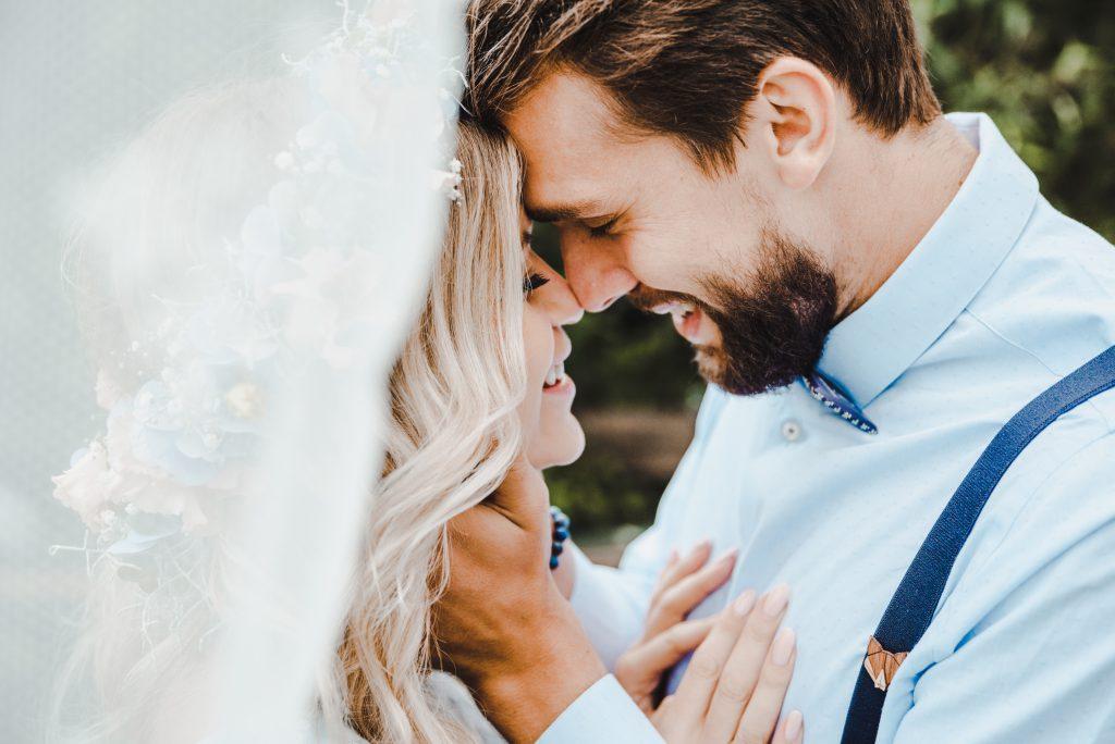Unterschied Standesamt, Kirche freie Trauung Brautpaar