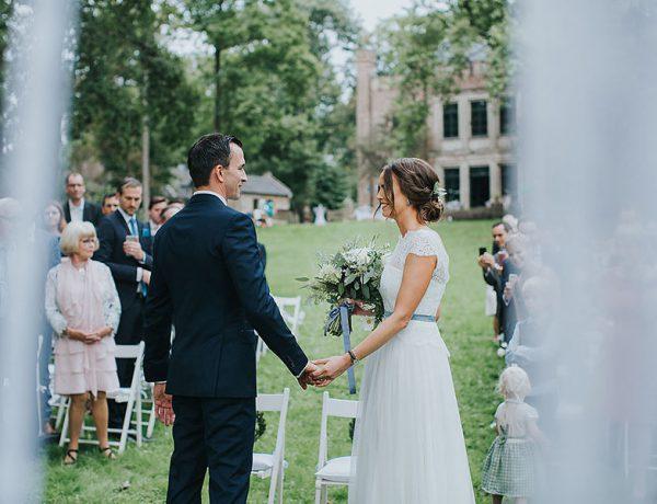 First Look beim Einzug des Brautpaares auf dem Rittergut Orr