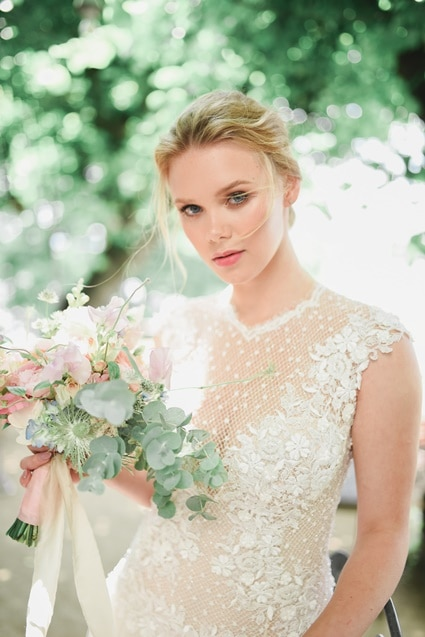 Seidenbänder Fine Art Wedding Braut mit Braustrauss