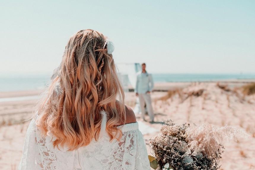 Elopement Sea Breeze Inspiration - Strandhochzeit in Zeiten von Corona