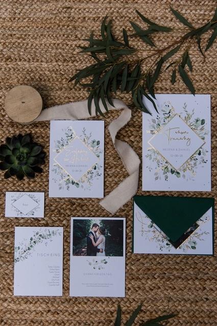 Greenery Boho Wedding - intime kleine Sommerhochzeit unter freiem Himmel Papeterie Einladungskarten