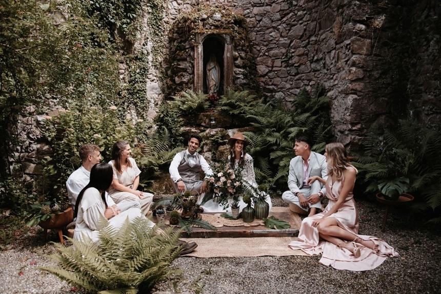 Greenery Boho Wedding - intime kleine Sommerhochzeit unter freiem Himmel Chill Out Lounge