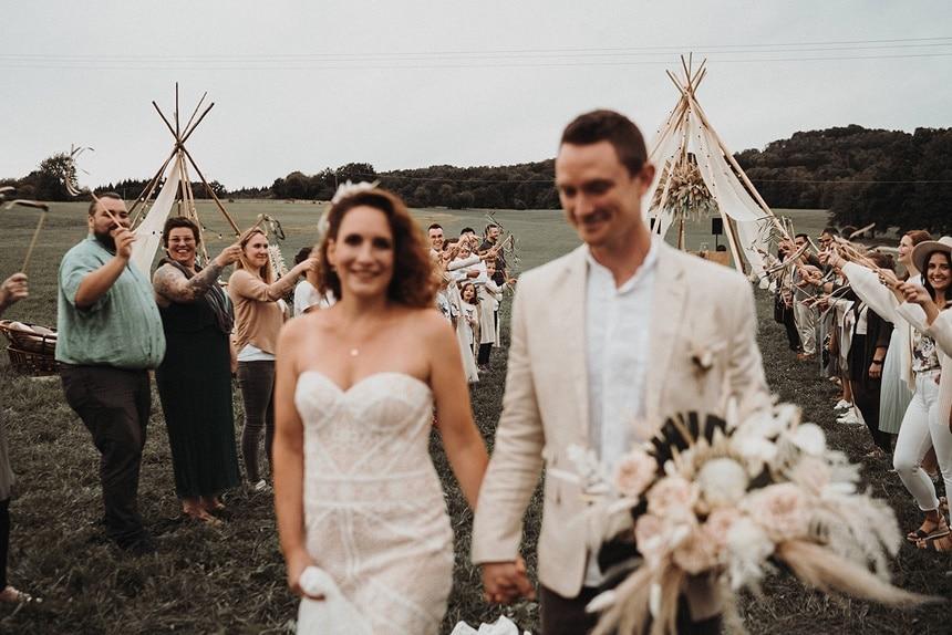 Sparkling Bali Night - Auszug Brautpaar freie Trauung