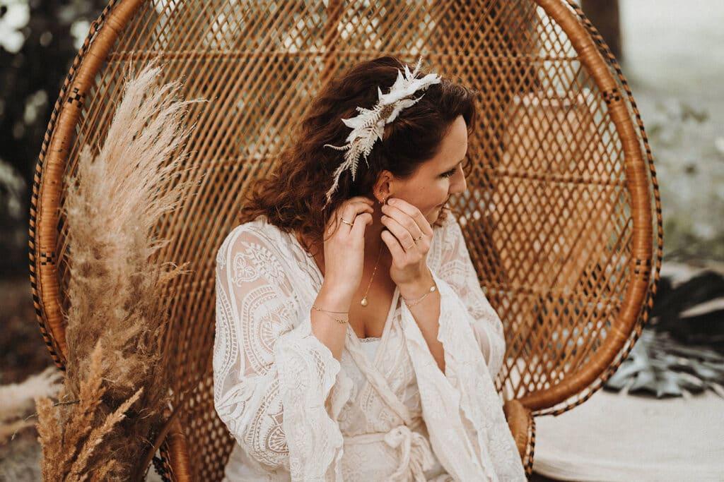 Sparkling Bali Night - Getting Ready Braut auf Pfauenthron