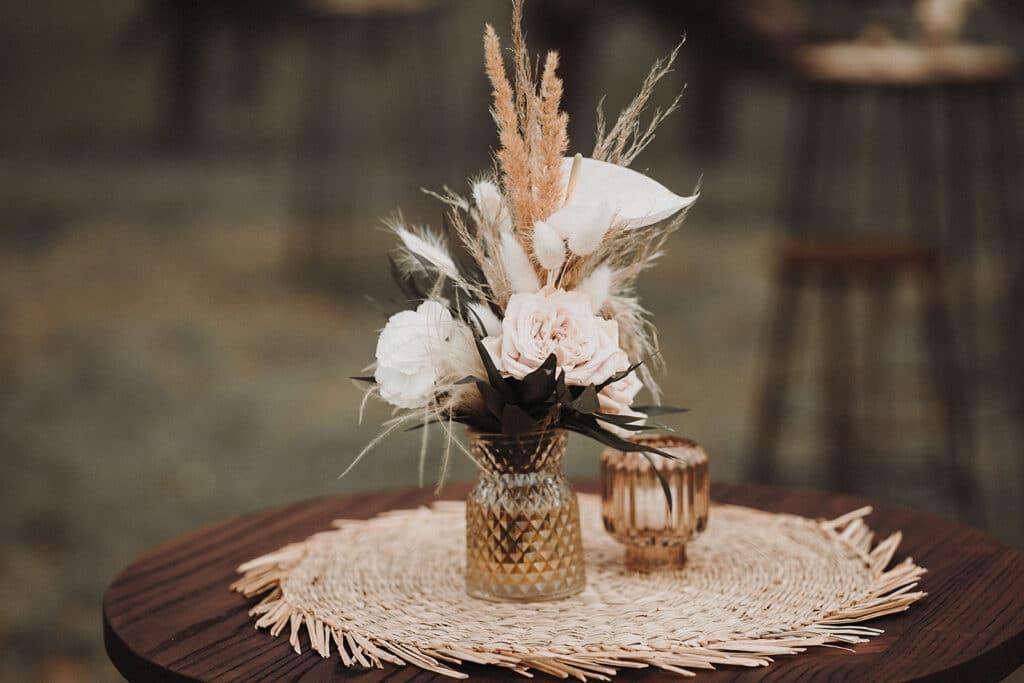 Sparkling Bali Night - florale Tischdeko Hochzeit