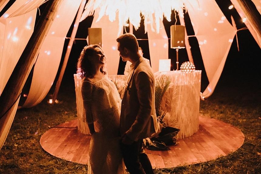 Sparkling Bali Night - Hochzeitsparty tanzendes Brautpaar
