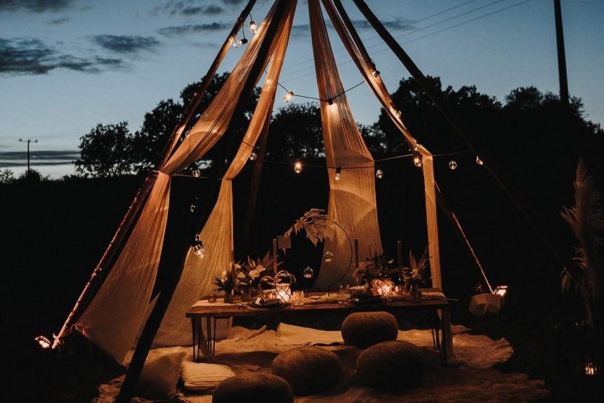 Sparkling Bali Night - beleuchtetes Tipi Zelt Lichterketten Lounge Table