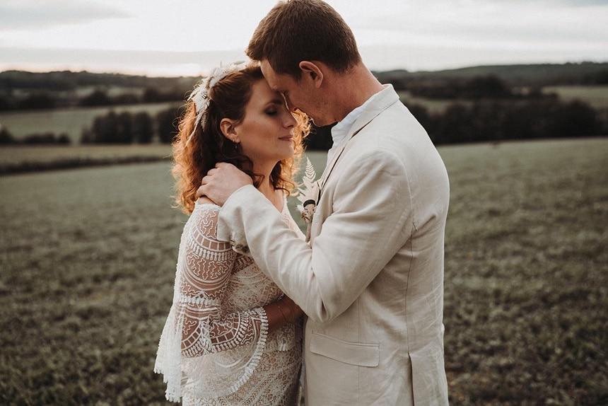 Sparkling Bali Night - küssendes Brautpaar
