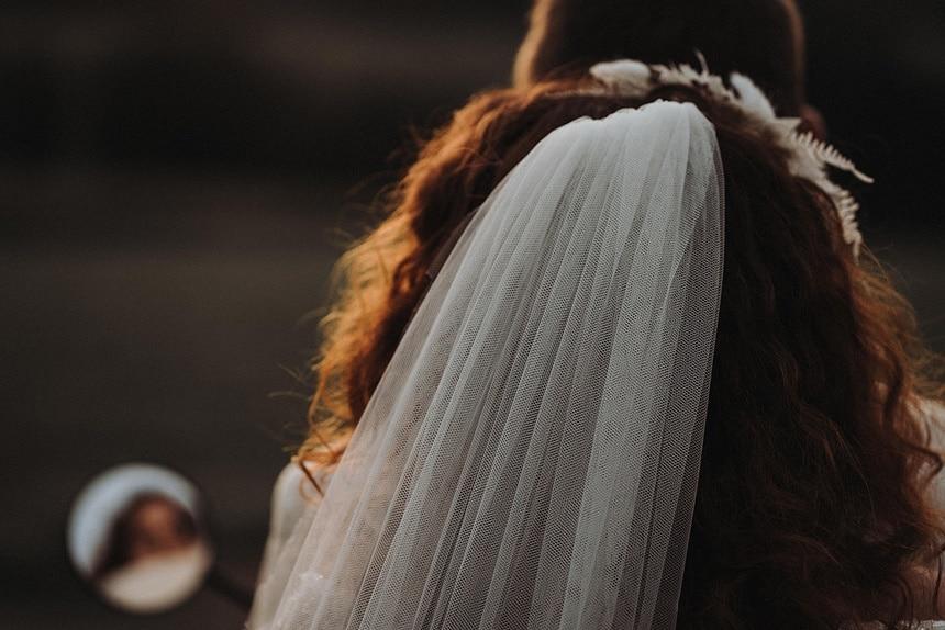 Sparkling Bali Night - Detail Brautschleier Vespa Roller
