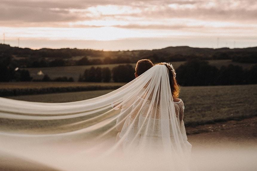 Sparkling Bali Night - fliegender Schleier Braut auf Vespa