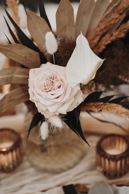 Sparkling Bali Night - Tischdekoration Hochzeit Rose und Trockenblumen