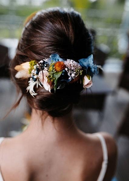 Autumn Colors florales Headpiece Braut mit dunklen Haaren
