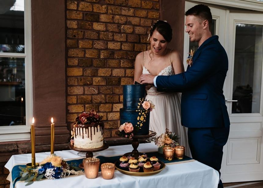Autumn Colors Tortenanschnitt blaue Hochzeitstorte Sweet Table