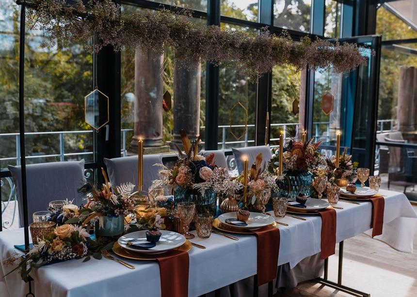 Autumn Colors Tischdeko Centerpiece gold blau bordeauxrot