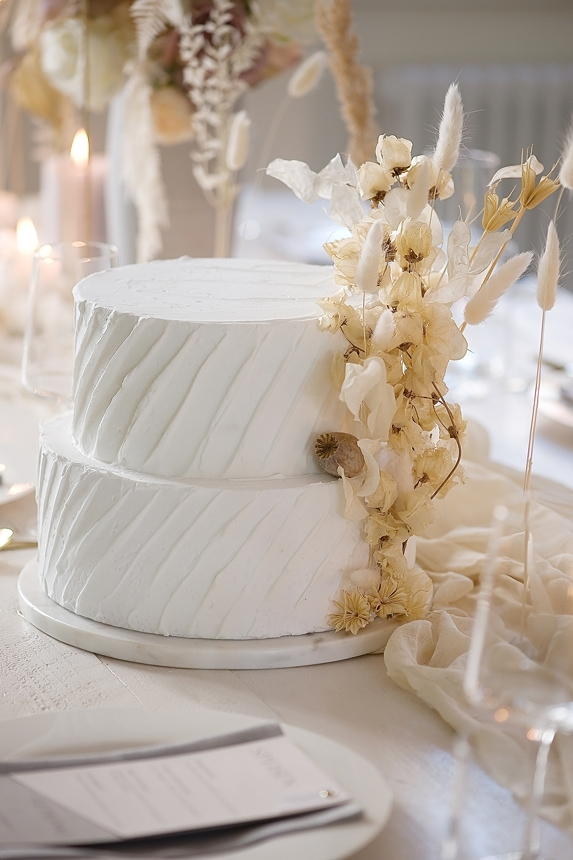 minimal love white wedding inspiration 0066