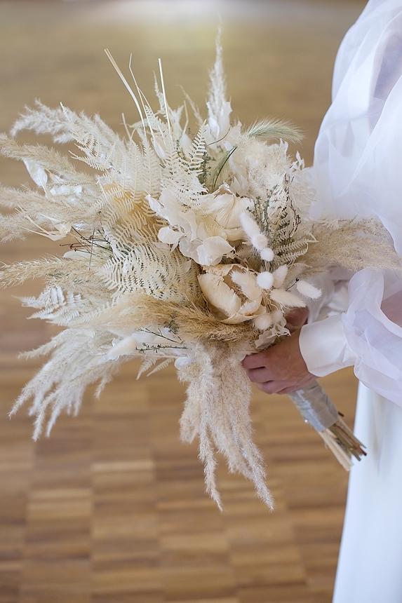 minimal love white wedding inspiration 0075