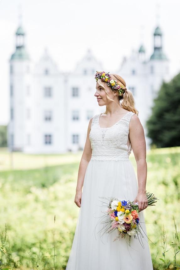 nachhaltige DIY Gartenhochzeit Brautkleid