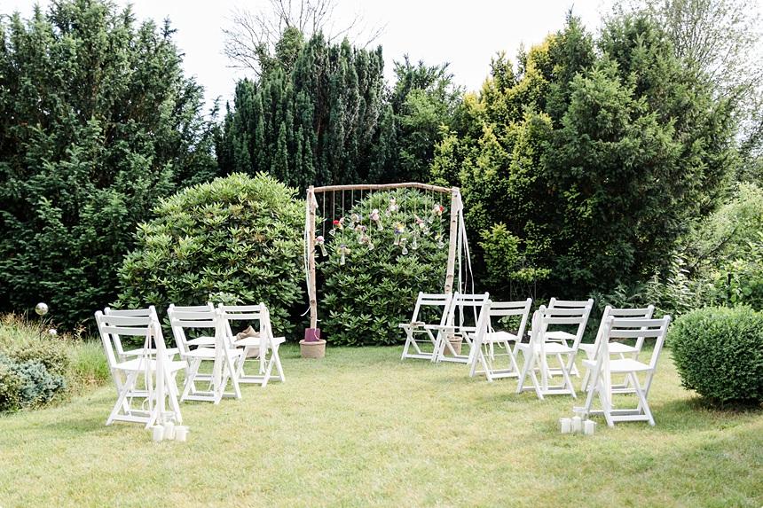 nachhaltige DIY Gartenhochzeit freie Trauung Setting