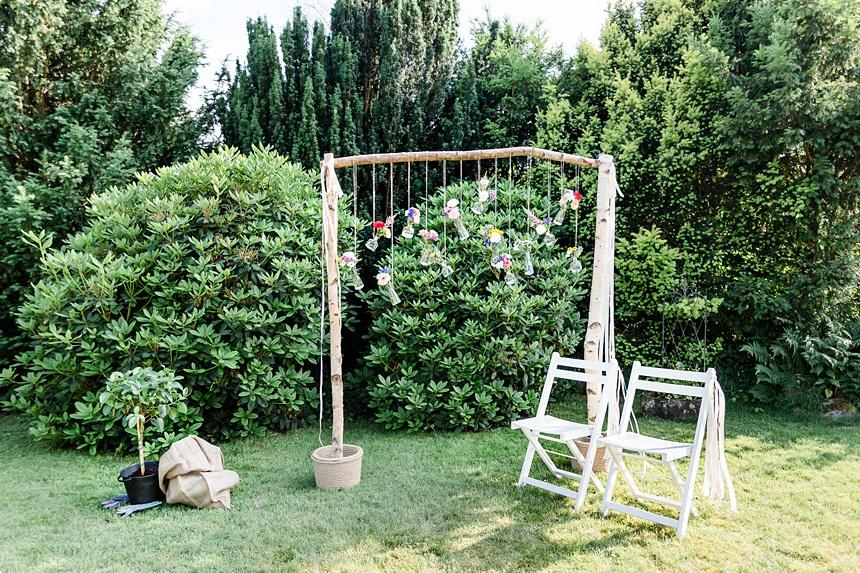 nachhaltige DIY Gartenhochzeit Traubogen
