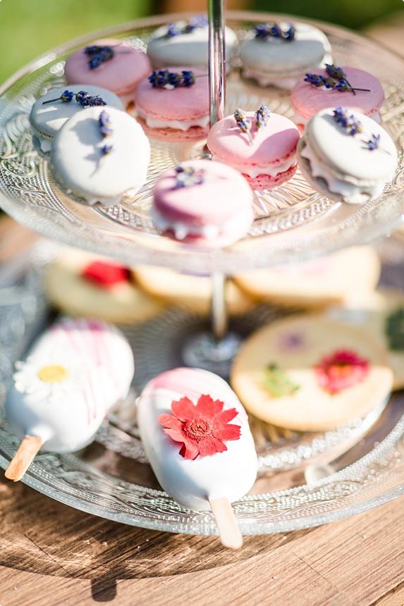 nachhaltige DIY Gartenhochzeit Cakesicles und Macarons
