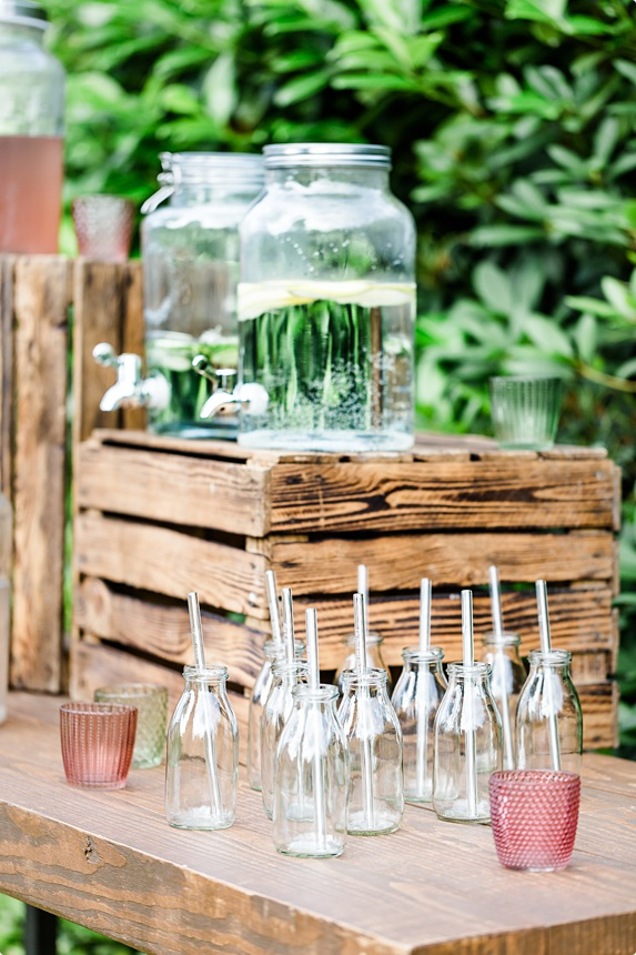 nachhaltige DIY Gartenhochzeit Limo Bar