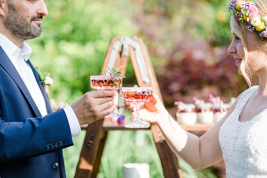 nachhaltige DIY Gartenhochzeit Brautpaar