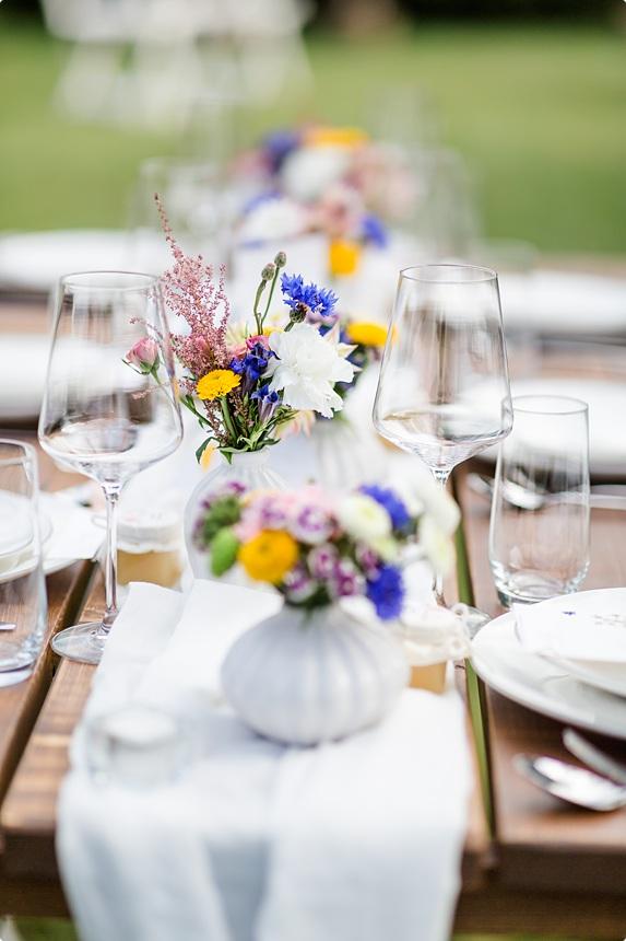 nachhaltige DIY Gartenhochzeit florale Tischdeko