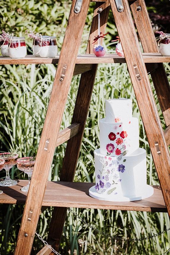nachhaltige DIY Gartenhochzeit Hochzeitstorte Candy Bar