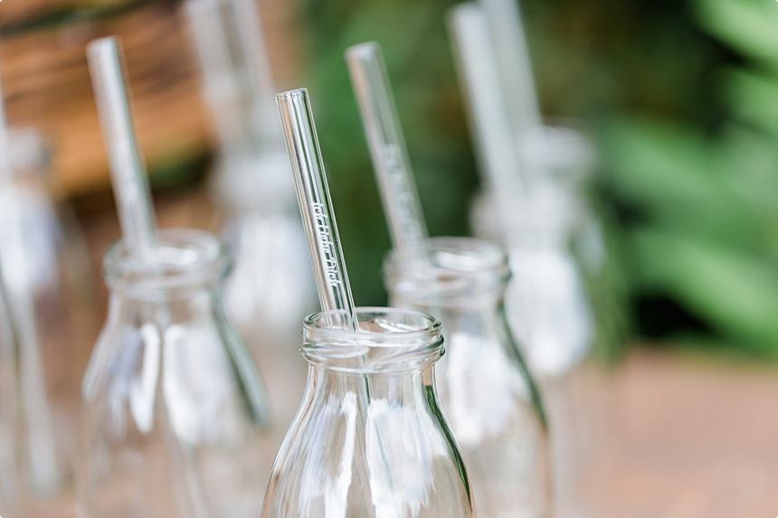 nachhaltige DIY Gartenhochzeit Glasstrohhalme