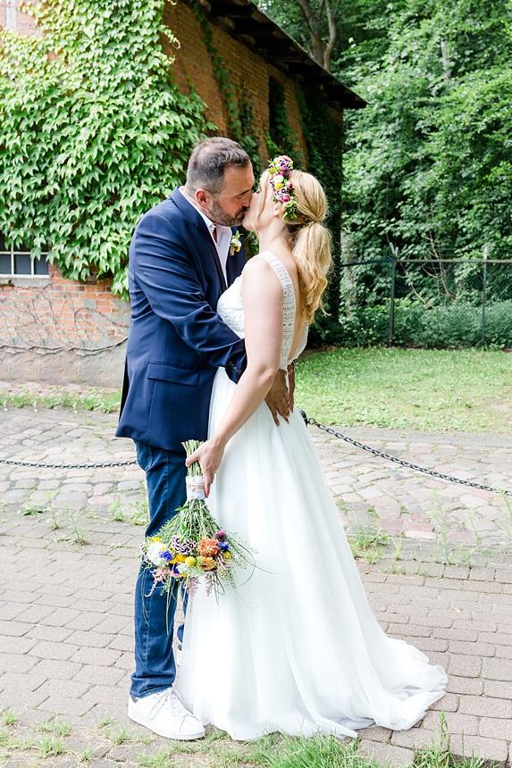 nachhaltige DIY Gartenhochzeit Brautpaar Shooting Ideen
